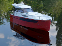 New DELPHIA Escape 800S: well-known model in mixed(semi-planing) hull